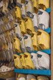 Золото и серебряные традиционные ботинки Марокко сделали от ткани стоковые изображения rf