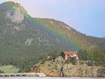 золото конца предпосылки изолировало белизну радуги s бака leprechaun Стоковая Фотография RF
