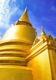 Золото пагоды на виске изумрудного Будды Бангкока (Wat Phra Kaew,) в Бангкоке, Таиланде Стоковая Фотография RF