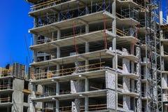 золото перстов конструкции принципиальной схемы расквартировывает ключей Новое здание под конструкцией против неба background car Стоковая Фотография RF