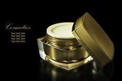 Золото покрасило пустой косметический контейнер для увлажнителя сливк стороны Стоковое Фото