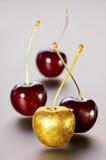 Золотые вишни на серой предпосылке Стоковые Фото