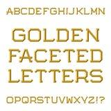 Золотые граненные прописные буквы Ультрамодный и стильный шрифт изолят Стоковая Фотография