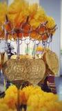 Золотые листья и гирлянда ноготк Стоковое Изображение