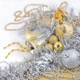 Золотые и серебряные украшения рождества стоковые фото