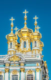 Золотые куполы дворца Катрина в Tsarskoye Selo Стоковые Фотографии RF