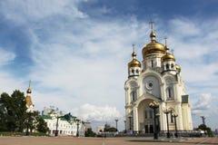 Золотые куполы с крестами стоковое изображение