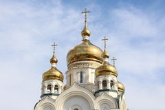 Золотые куполы с крестами стоковая фотография