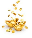Золотые монетки падая на золото Sycee - Yuanbao бесплатная иллюстрация
