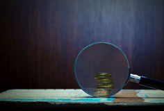 Золотые монетки увеличителя и Стоковые Фотографии RF