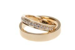 Золотые обручальные кольца, на белизне Стоковые Изображения RF