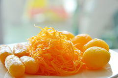 Золотые потоки и затир фасоли с яичным желтком fudge шарики сваренные в sweetmeat сортированном сиропом тайском на блюде Стоковая Фотография RF