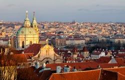 Золотые Прага и Святой Mikulas стоковые фото
