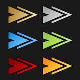 Золотые, серебряные, голубые, зеленые, красные и оранжевые символы стрелки на черной предпосылке Простые кнопки стрелки Указатель Стоковые Фото