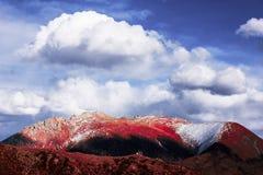 Золотые снежк-покрытые горы в Тибете Стоковое фото RF