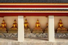 Золотые статуи Будды на виске Wat Pho Стоковая Фотография RF