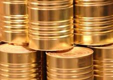 Золотые чонсервные банкы металла с линией крупным планом отрезка Стоковая Фотография