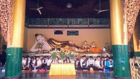 Золотые штендеры на пагоде Shwedagon Стоковое Фото