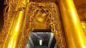 Золотые штендеры на пагоде Shwedagon Стоковые Изображения