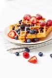 Золотые waffles с ягодами на белом конце таблицы вверх Стоковая Фотография