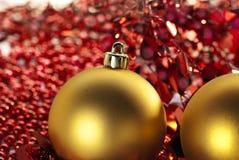 2 золотых безделушки рождества Стоковые Фото