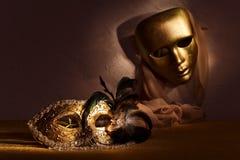 2 золотых венецианских маски Стоковое Изображение RF