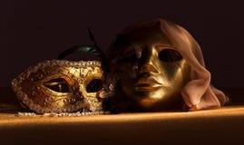 2 золотых венецианских маски Стоковое Изображение
