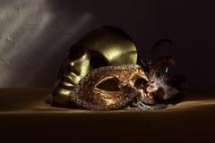 2 золотых венецианских маски Стоковое фото RF