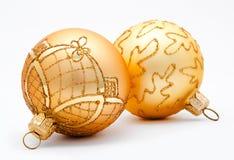 2 золотых изолированного шарика рождества Стоковое Изображение