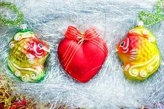 2 золотых рыбы с сердцем Стоковое Изображение RF