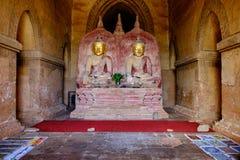 2 золотых статуи Будды в древнем храме на Bagan Стоковые Изображения