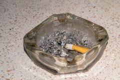 Золы в ashtray Стоковая Фотография