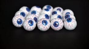 Зрачки конфеты шоколада аранжированные как предпосылка на хеллоуин Стоковые Фотографии RF