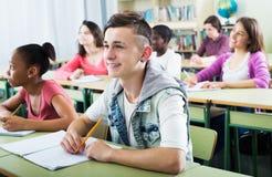 Зрачки школы принимая урок Стоковое Изображение