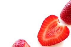 Зрелая красная клубника на белой предпосылке стоковые изображения