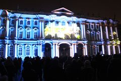 Зрелище проекции 3D-mapping команды студии Luca Agnani на фестивале Light-2017 в Санкт-Петербурге в России стоковое изображение rf