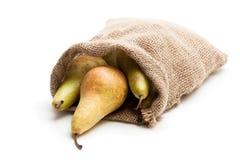 Зрелые груши конференции в сумке sakcloth изолированной на белизне Стоковое фото RF