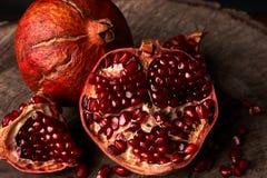 Зрелые плодоовощ гранатового дерева и семена гранатового дерева Стоковое Фото