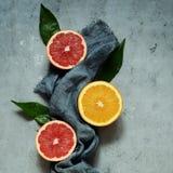 Зрелые tangerines на серой предпосылке План плодоовощ Цитрус Стоковые Изображения RF
