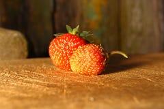 Зрелый плодоовощ клубники на деревянном столе Стоковая Фотография RF