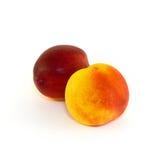 Зрелый сладостный персик нектарина на белизне Стоковая Фотография