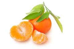 Зрелый tangerine с листьями Стоковое Изображение