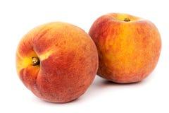 2 зрелых персика на белой предпосылке, конец вверх Стоковые Изображения