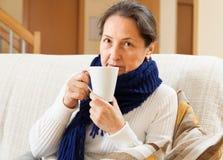 Зрелая женщина болезни стоковая фотография rf