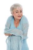 Зрелая женщина чувствует удобную вокруг изолированная на белизне Стоковое Изображение