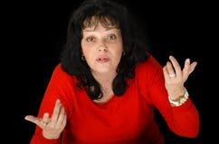 Зрелая женщина эмоционально спорит стоковые фото