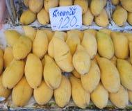 Зрелое манго ` Mai Nam Dok ` на продаже Стоковое Изображение