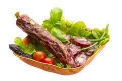 Зрелое салями с салатом, базиликом, луком Стоковая Фотография
