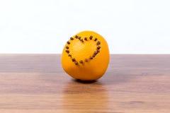 Зрелое, сочное, сладостное, оранжевое orazhevy сердце фасолей гвоздичных деревьев в форме сердца - дня ` s валентинки сюрприза Стоковая Фотография