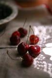 Зрелые вишни и blackcurrant Стоковые Изображения RF
